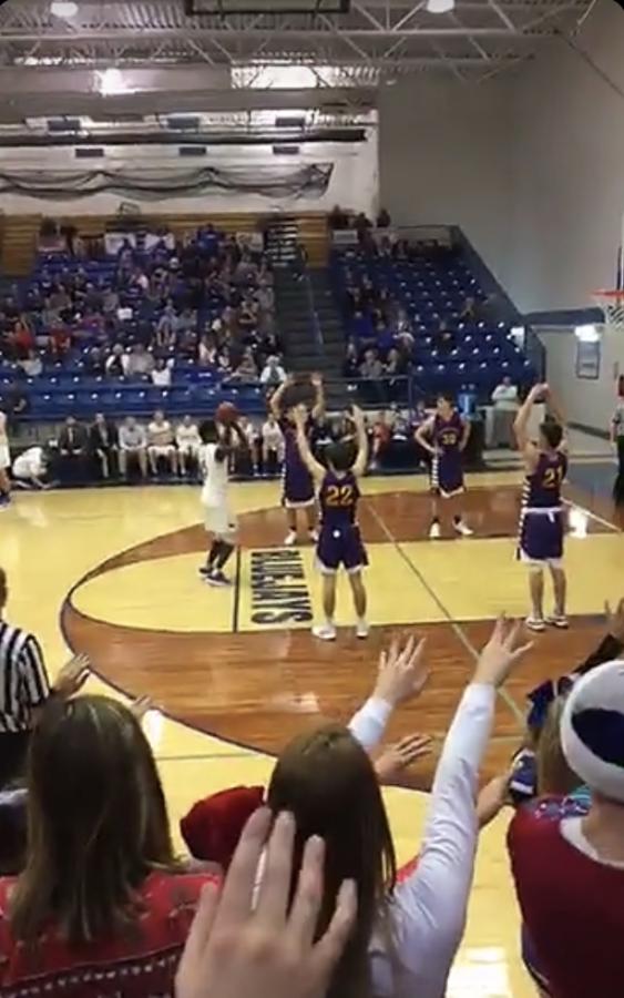 Boys basketball defeat the Camdenton Lakers