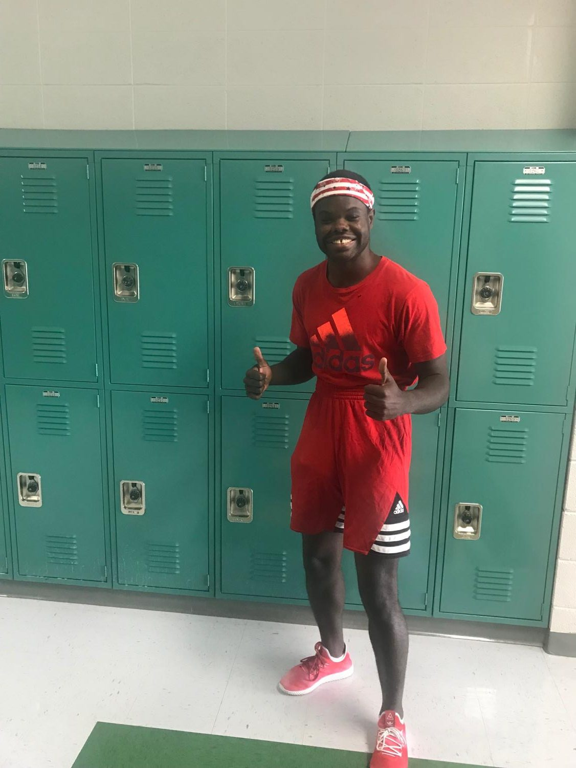 Senior, Jacobi Villines supporting Red and White day
